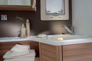 1515 MATRIX SUPREME 670 SL detail bathroom sink 4BC8378